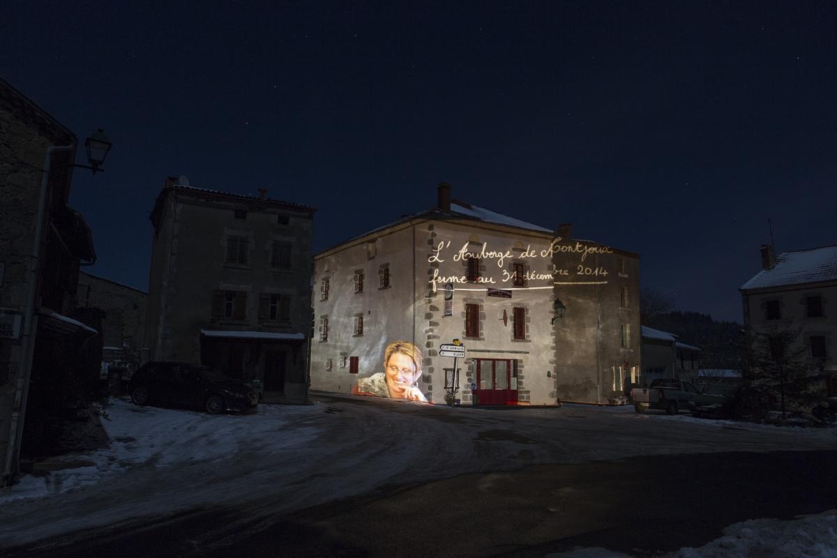Place de village-Issertaux-BD-5177